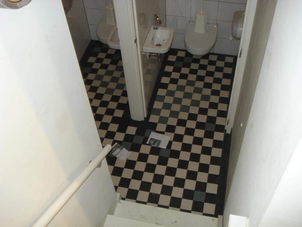 Vloertegels leggen tegelvloer leggen in houten verwerking mortel vloertegels - Tegelvloer patroon ...
