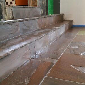 trap bekleden met natuursteen tegels