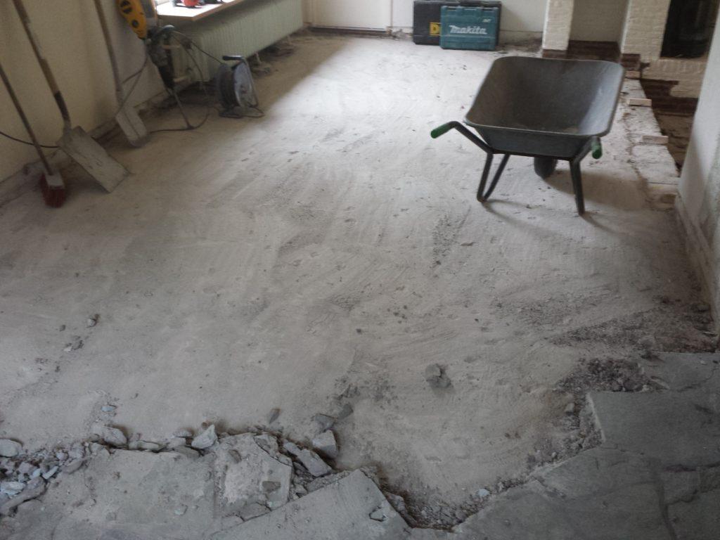 Vloertegels inclusief cementdekvloer verwijderen